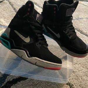 Command Force Nike. Men's 7.5